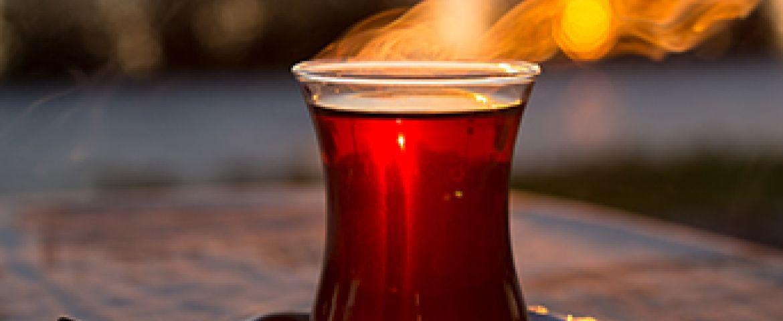 Siyah çayın vücuda etkileri neler? Ne kadar içilmeli? Faydaları ve zararları neler?